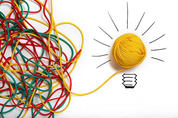 Yellow ball of wool with pen lines like lightbulb:スマホ壁紙(壁紙.com)