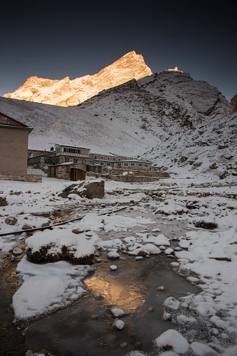 Khumbu Glacier「Sunrise light on village houses, Lobuche, Everest Base Camp Trek, Nepal」:スマホ壁紙(7)