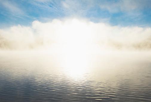 Adirondack Forest Preserve「Sunrise light shining through lake mist」:スマホ壁紙(17)