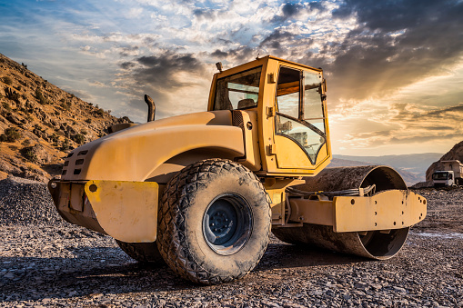 Construction Vehicle「Roller compactor machine working at sunset」:スマホ壁紙(6)
