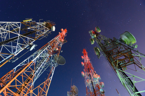 Receiving「Five telecommunication towers under a night sky 」:スマホ壁紙(4)
