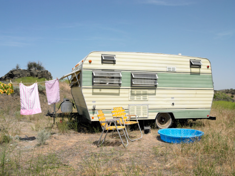 Vehicle Trailer「trailer with laundry, chairs wading pool」:スマホ壁紙(16)