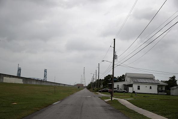 Levee「Barry Reaches Hurricane Strength As It Makes Landfall On Southern Louisiana」:写真・画像(11)[壁紙.com]