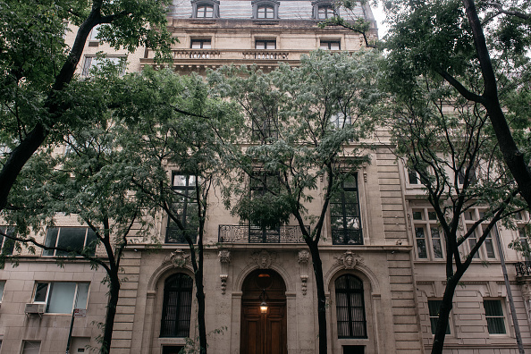 Residential Building「Judge Rules On Whether Accused Sex Trafficker Jeffrey Epstein Gets Bail」:写真・画像(14)[壁紙.com]