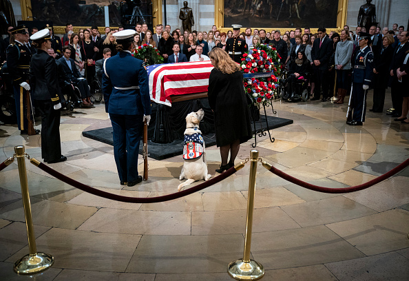 Washington DC「President George H.W. Bush Lies In State At U.S. Capitol」:写真・画像(3)[壁紙.com]