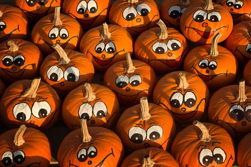 ハロウィン かぼちゃ「Pumpkins with painted faces」:スマホ壁紙(16)
