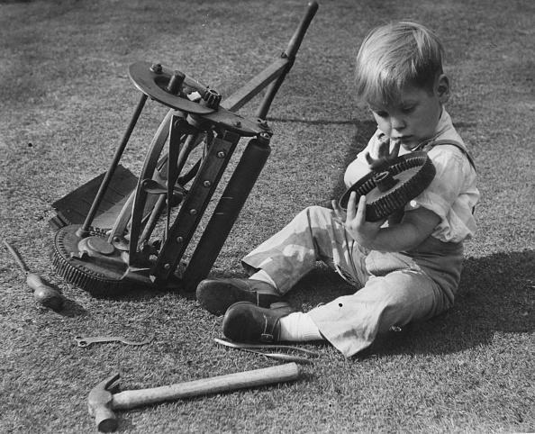 Repairing「Young Mechanic」:写真・画像(14)[壁紙.com]