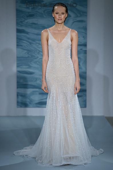 Sheer Fabric「Fall 2015 Bridal Collection - Mark Zunino For Kleinfeld - Show」:写真・画像(17)[壁紙.com]
