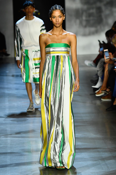 ニューヨークファッションウィーク「Prabal Gurung - Runway - September 2018 - New York Fashion Week: The Shows」:写真・画像(15)[壁紙.com]