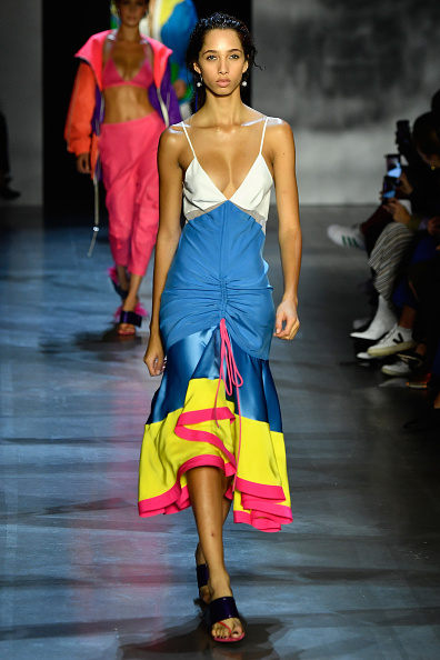 ニューヨークファッションウィーク「Prabal Gurung - Runway - September 2018 - New York Fashion Week: The Shows」:写真・画像(13)[壁紙.com]