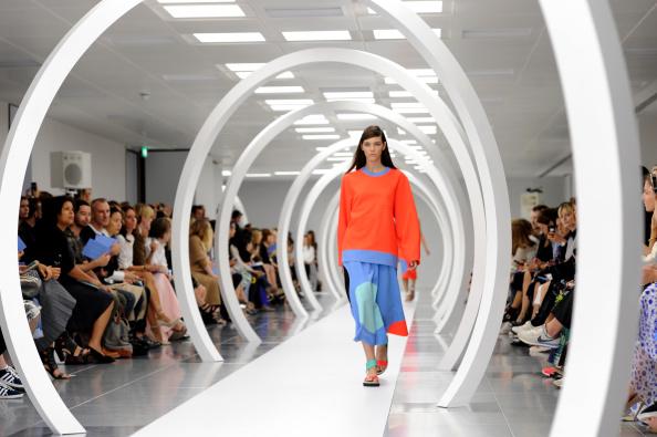 Stuart C「Roksanda Ilincic: Runway - London Fashion Week SS15」:写真・画像(14)[壁紙.com]