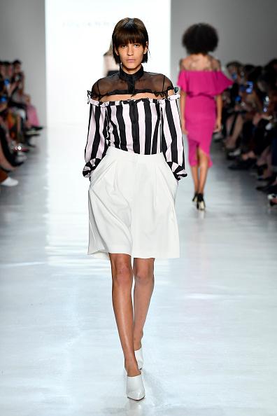 Bermuda Shorts「Julianna Bass - Runway - September 2017 - New York Fashion Week: The Shows」:写真・画像(11)[壁紙.com]