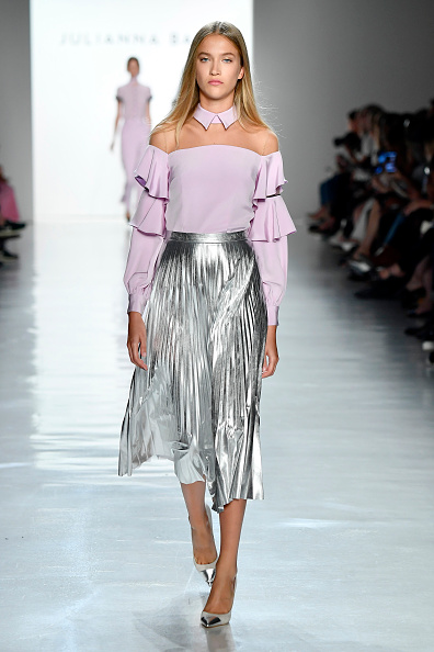 Silver Colored「Julianna Bass - Runway - September 2017 - New York Fashion Week: The Shows」:写真・画像(14)[壁紙.com]