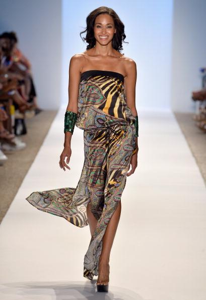 Paisley Pattern「A.Che Swimwear/Aguaclara Swimwear/Aquarella Swimwear/Caitlin Kelly Swimwear At Mercedes-Benz Fashion Week Swim 2014- Runway」:写真・画像(19)[壁紙.com]