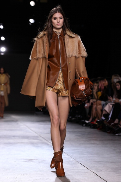 Beige Shorts「Topshop Unique: Runway - London Fashion Week AW14」:写真・画像(16)[壁紙.com]