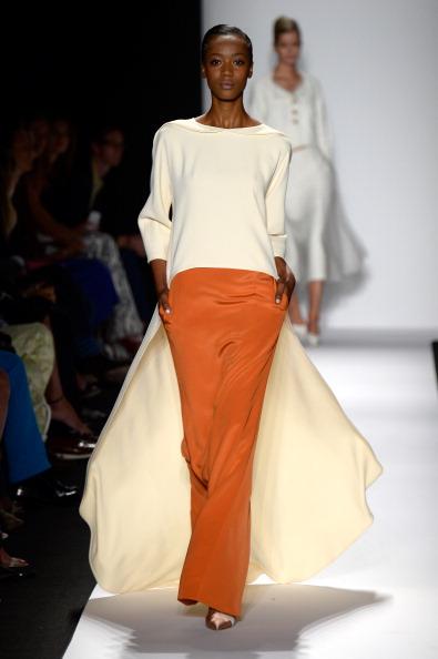 Hands In Pockets「Carolina Herrera - Runway - Mercedes-Benz Fashion Week Spring 2014」:写真・画像(15)[壁紙.com]