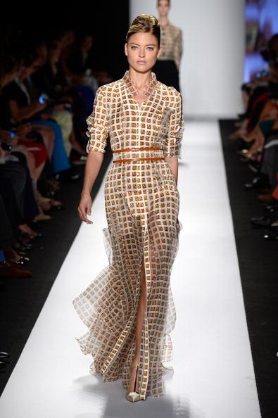 Open Collar「Carolina Herrera - Runway - Mercedes-Benz Fashion Week Spring 2014」:写真・画像(1)[壁紙.com]
