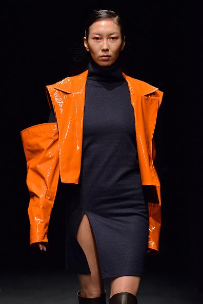 オレンジ色「Ceren Ocak - Runway -  Mercedes-Benz Fashion Week Istanbul - March 2019」:写真・画像(18)[壁紙.com]