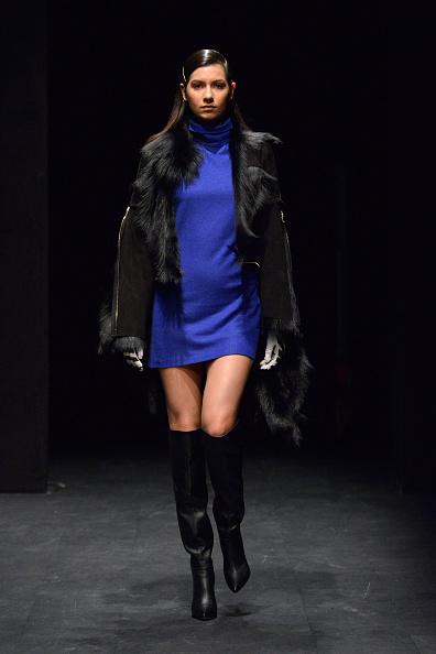 青「Ceren Ocak - Runway -  Mercedes-Benz Fashion Week Istanbul - March 2019」:写真・画像(19)[壁紙.com]