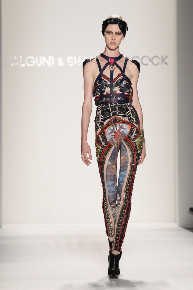 Spring Collection「Falguni and Shane Peacock - Runway - Spring 2012 Mercedes-Benz Fashion Week」:写真・画像(8)[壁紙.com]