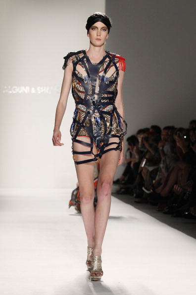 Spring Collection「Falguni and Shane Peacock - Runway - Spring 2012 Mercedes-Benz Fashion Week」:写真・画像(9)[壁紙.com]