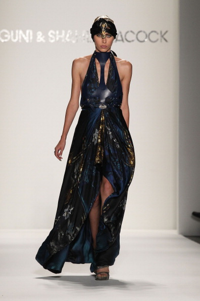 Spring Collection「Falguni and Shane Peacock - Runway - Spring 2012 Mercedes-Benz Fashion Week」:写真・画像(10)[壁紙.com]