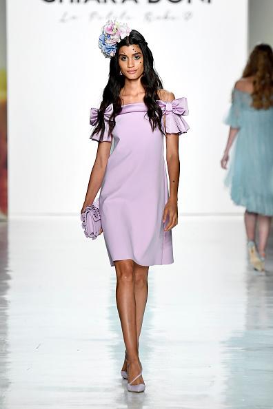 Purple Shoe「Chiara Boni La Petite Robe - Runway - September 2017 - New York Fashion Week: The Shows」:写真・画像(18)[壁紙.com]
