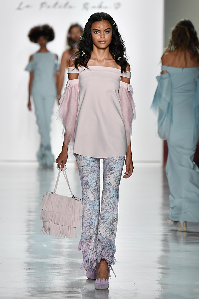 Pink Purse「Chiara Boni La Petite Robe - Runway - September 2017 - New York Fashion Week: The Shows」:写真・画像(17)[壁紙.com]