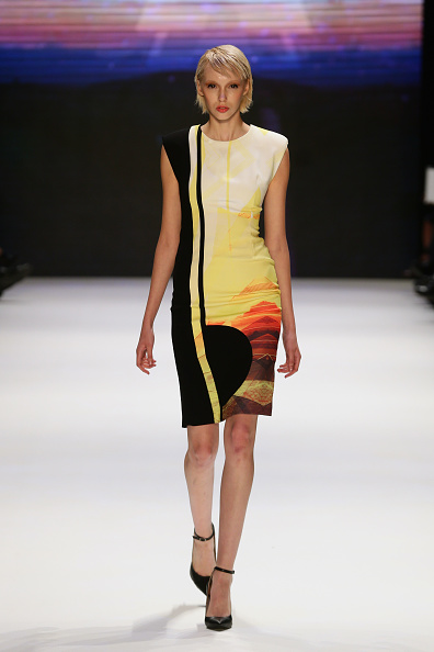 Black Shoe「Gunseli Turkay - Runway - MBFWI S/S 2014 Presented By American Express」:写真・画像(18)[壁紙.com]