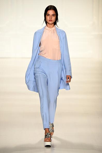 Blue Pants「Noon By Noor - Runway - Mercedes-Benz Fashion Week Spring 2015」:写真・画像(3)[壁紙.com]