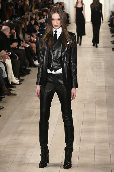 Black Color「Ralph Lauren - Runway - Mercedes-Benz Fashion Week Fall 2015」:写真・画像(0)[壁紙.com]
