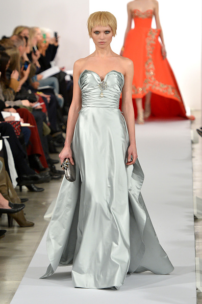 Sweetheart Neckline「Oscar De La Renta - Runway - Mercedes-Benz Fashion Week Fall 2014」:写真・画像(19)[壁紙.com]
