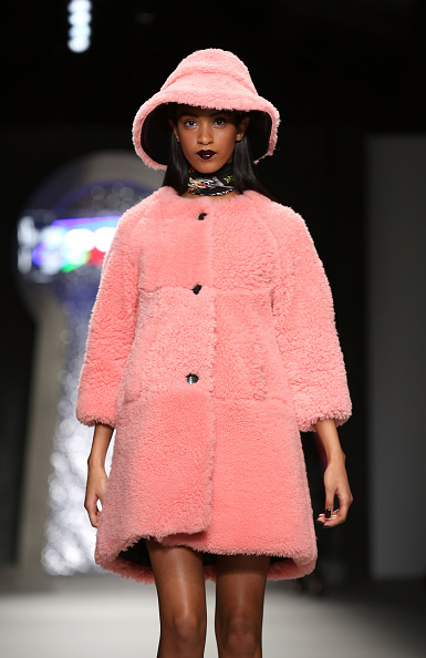 Headwear「Ashley Williams - Runway - LFW FW15」:写真・画像(15)[壁紙.com]