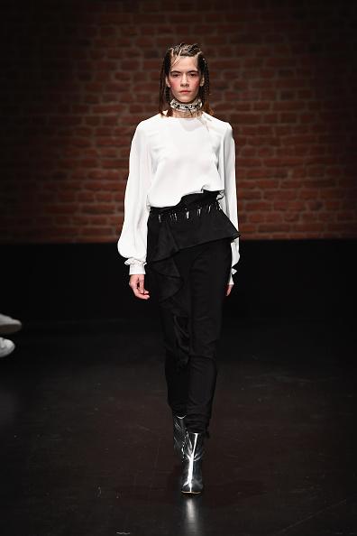 Ian Gavan「Ozlem Kaya - Runway - Mercedes-Benz Fashion Week Istanbul - October 2016」:写真・画像(11)[壁紙.com]