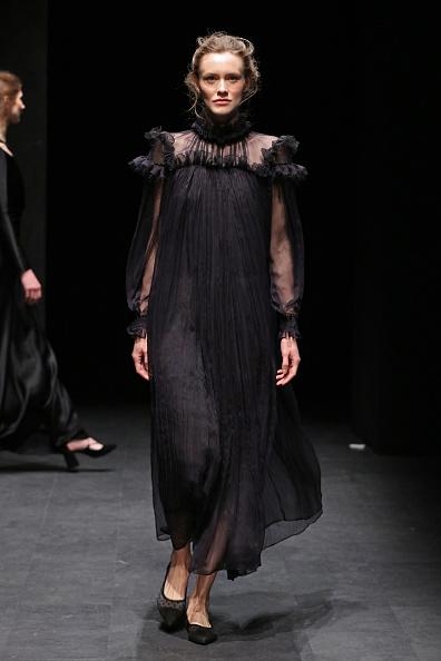 Ruffled Shirt「Ozlem Kaya - Runway - Mercedes-Benz Fashion Week Istanbul - March 2019」:写真・画像(10)[壁紙.com]