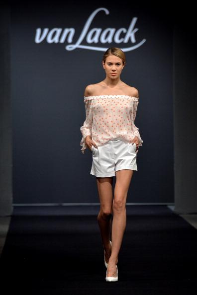 White Shorts「Van Laack Show」:写真・画像(1)[壁紙.com]