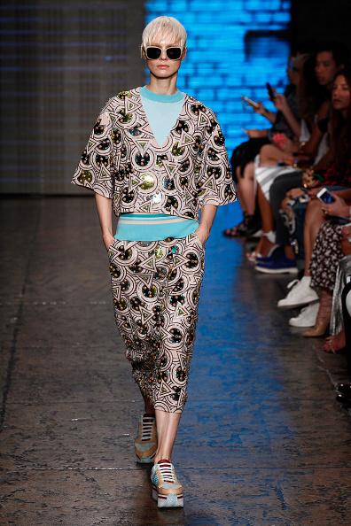 Cropped Pants「DKNY Women's - Runway - Mercedes-Benz Fashion Week Spring 2015」:写真・画像(4)[壁紙.com]