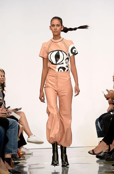 ロンドンファッションウィーク「J.W.Anderson - Runway - LFW SS16」:写真・画像(11)[壁紙.com]