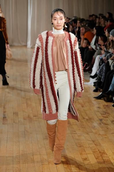 Camel Colored「Ulla Johnson - Runway - February 2017 - New York Fashion Week」:写真・画像(12)[壁紙.com]