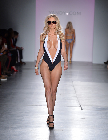 Ankle Strap Shoe「Yandy Swim Show - Runway - February 2017 - New York Fashion Week」:写真・画像(4)[壁紙.com]