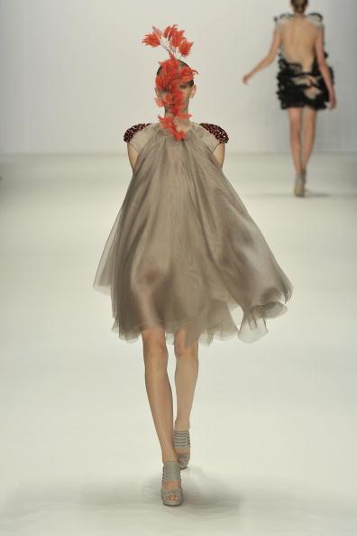 Gareth Cattermole「Dawid Tomaszewski Show - Mercedes Benz Fashion Week Spring/Summer 2011」:写真・画像(11)[壁紙.com]