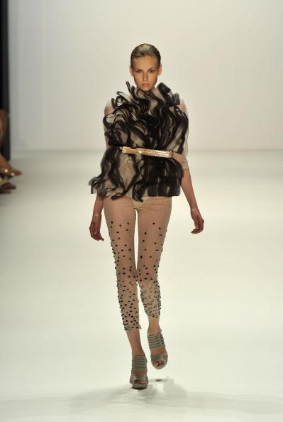 Gareth Cattermole「Dawid Tomaszewski Show - Mercedes Benz Fashion Week Spring/Summer 2011」:写真・画像(10)[壁紙.com]