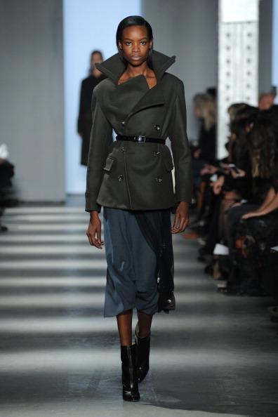 Black Shoe「Wes Gordon - Runway - Mercedes-Benz Fashion Week Fall 2014」:写真・画像(17)[壁紙.com]