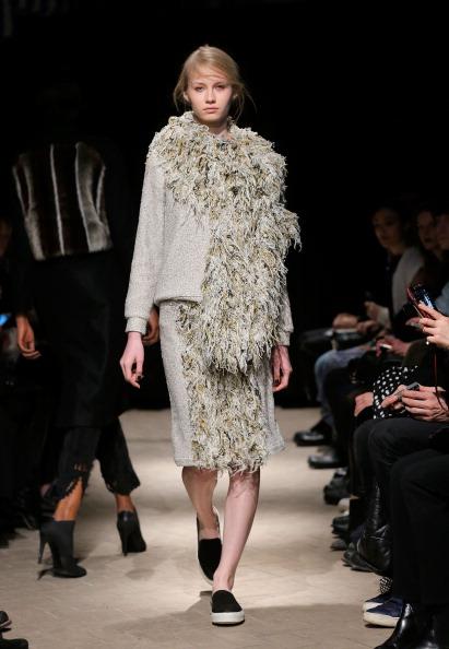 Gray Skirt「Rodebjer - Runway - Mercedes-Benz Fashion Week Fall 2014」:写真・画像(14)[壁紙.com]