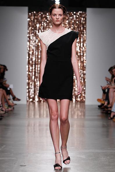 Two-Toned Dress「Tocca - Runway - Mercedes-Benz Fashion Week Spring 2014」:写真・画像(19)[壁紙.com]