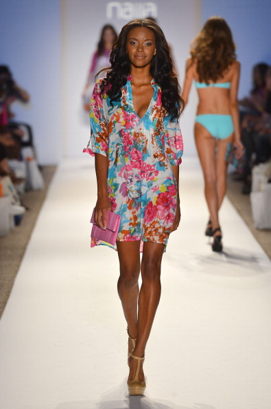 Pink Purse「Anna Kosturova, Dorit, Keva J, Naila - Mercedes-Benz Fashion Week Swim 2013 - Show」:写真・画像(14)[壁紙.com]