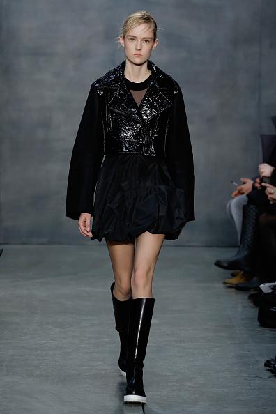 Cropped Jacket「Vera Wang Collection - Runway - Mercedes-Benz Fashion Week Fall 2015」:写真・画像(18)[壁紙.com]