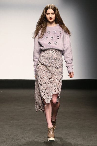Gray Skirt「Alberto Zambelli - Runway & Close-ups - MFW FW2015」:写真・画像(8)[壁紙.com]