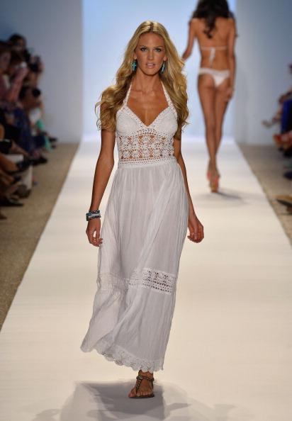 Focus On Foreground「Anna Kosturova/Beach Riot/Lolli Swim/Manglar/Indah At Mercedes-Benz Fashion Week Swim 2014 - Runway」:写真・画像(3)[壁紙.com]
