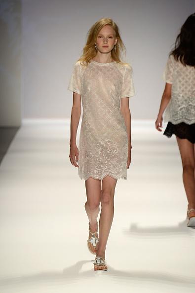 Sheer Fabric「Tadashi Shoji - Runway - Mercedes-Benz Fashion Week Spring 2014」:写真・画像(1)[壁紙.com]